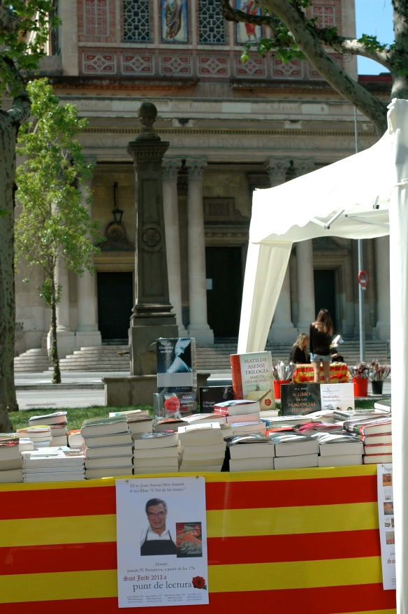 book stands on plaza Bonanova